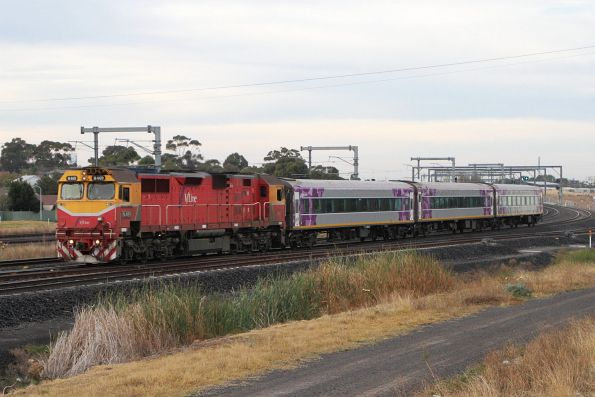 N469 leads carriages BZN275, BCZ257 and BZN271 through Sunshine on a down transfer to Bendigo Workshops
