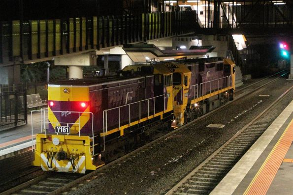 N462 leads Y161 on a light engine move through Sunshine, headed to Geelong to swap over the resident V/Line shunter