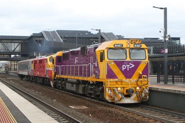 N467 leads A66 and BZN274 pass through Sunshine on their way from North Bendigo Workshops to Southern Cross