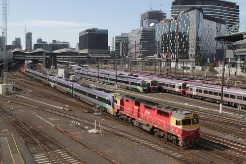 N454 trails VL15, 3VL36 and N461 on a push-pull VLocity transfer at Southern Cross