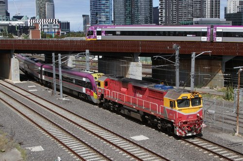 V/Line's current issues summed up on one photo