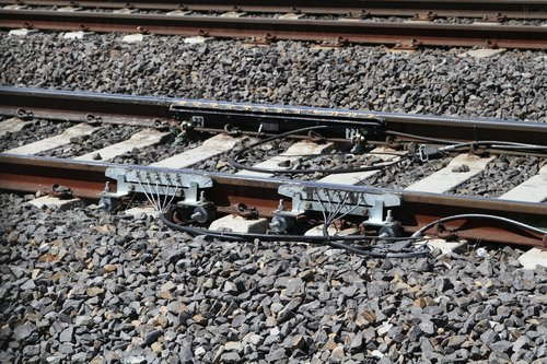 Grease applicators for both running rails at Sunshine