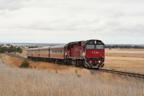 N458 on a down Warrnambool service at Grovedale