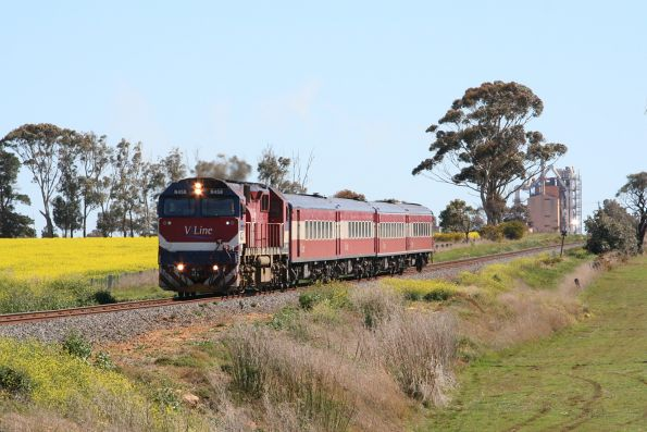 N458 with an up Warrnambool pass at Waurn Ponds