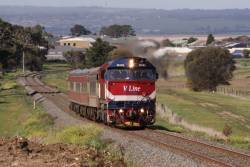 N455 climbs upgrade from Grovedale towards Waurn Ponds