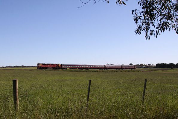 N462 leads the down Warrnambool through the paddocks at Grovedale: it will all be cookie-cutter houses soon