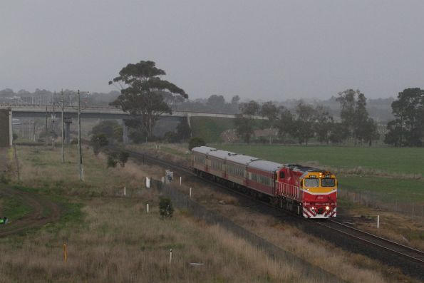 N460 leads the down Warrnambool service away from Waurn Ponds station