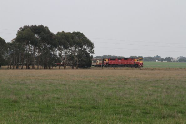 N466 arrives at Warncoort Loop with an up Warrnambool service