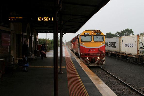 N452 leads the up Warrnambool pass into the platform at Camperdown