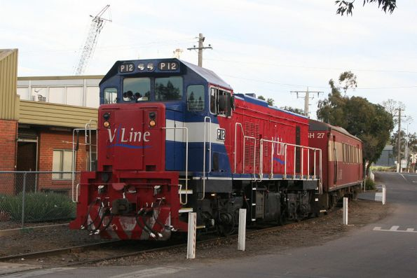 P12 leads a push-pull set around the reversing loop at North Melbourne