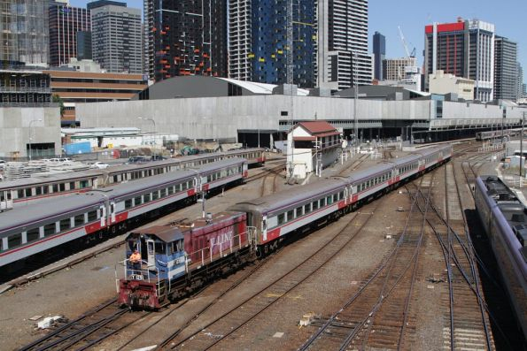Y129 shunts a VN carriage set out of the platforms at Southern Cross