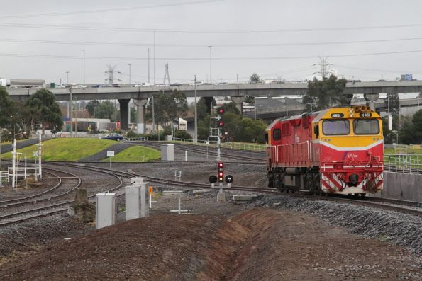 N451 bound for South Dynon heads along the new broad gauge lead from the North Melbourne flyover