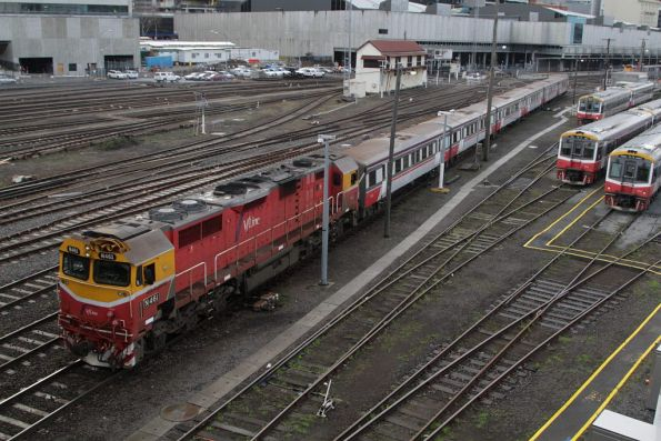 N461 leads an empty car move out of Southern Cross Station