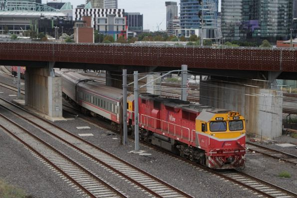 N472 and classmate run push-pull from Melbourne Yard arrivals to South Dynon