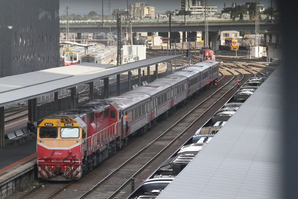 Y161 ready to shunt a pair of mixed liveried SH carriage sets away from N452 at Southern Cross