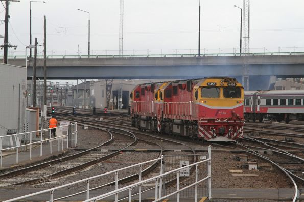 N456 and N472 head light engine from Southern Cross to South Dynon