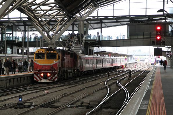 N469 on arrival at Southern Cross platform 3