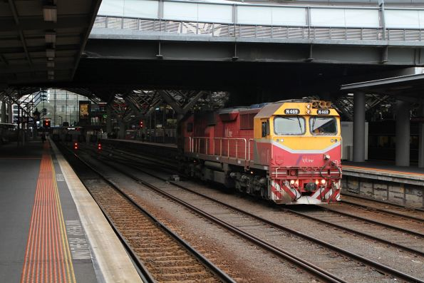 N469 heads light engine out of Southern Cross platform 3