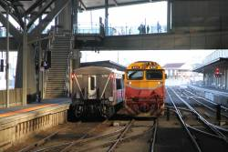 N472 shunts out, as carriage set LH32 is pushed back to the south end of Southern Cross platform 3