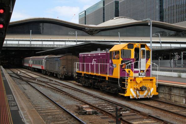 Y161 about to shunt power van PH451 at Southern Cross