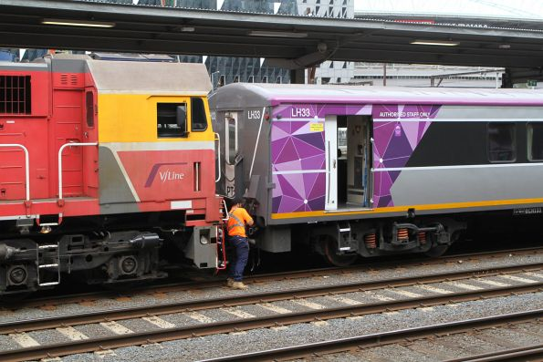 Uncoupling N458 from PTV liveried carriage set LH33
