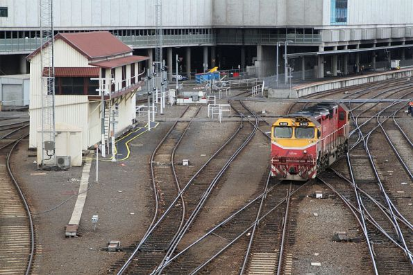 N469 shunts over to the yard at Southern Cross