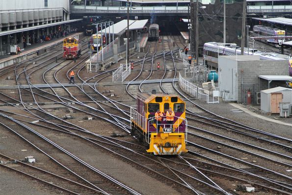 Y161 shunts over to the yard at Southern Cross