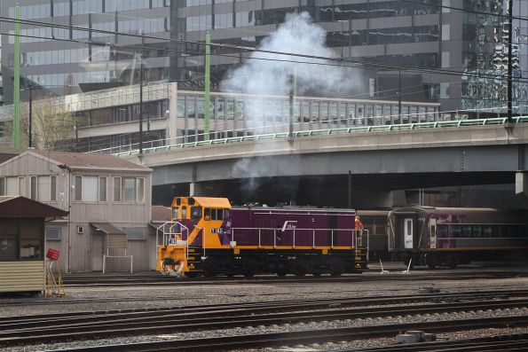 Y163 smoking it up at Southern Cross Station
