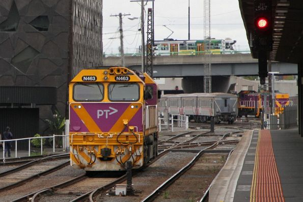 N463 follows carriage set VSH25 out of Southern Cross platform 4