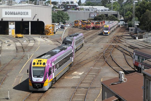 VLocity VL19 heads over into the sidings at Dudley Street