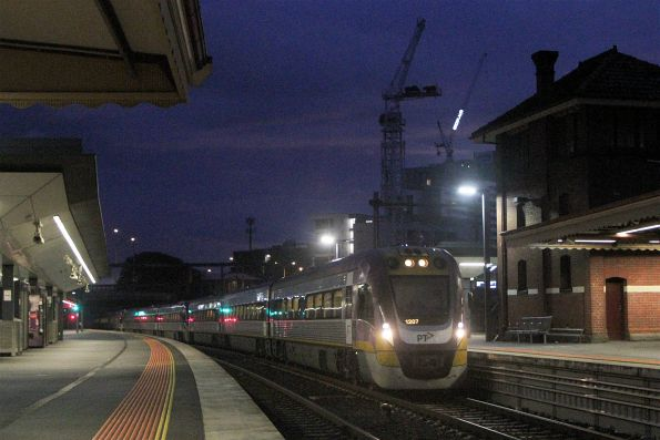 VLocity VL07 leads the 9-car test train into Footscray station