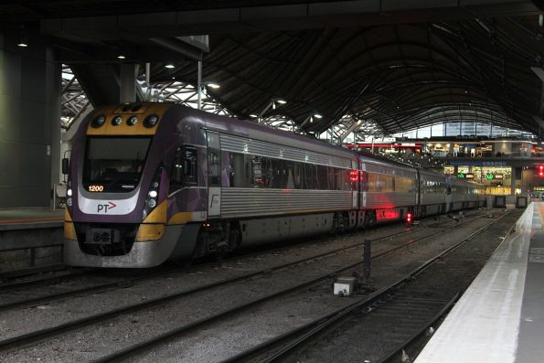 VLocity VL00 and classmate stranded in platform 6 due to the derailment