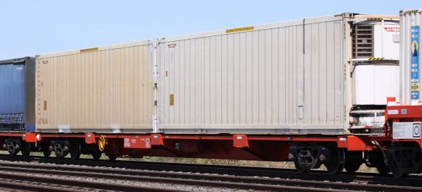 PQIY 0015A loaded with K&S Transport reefers