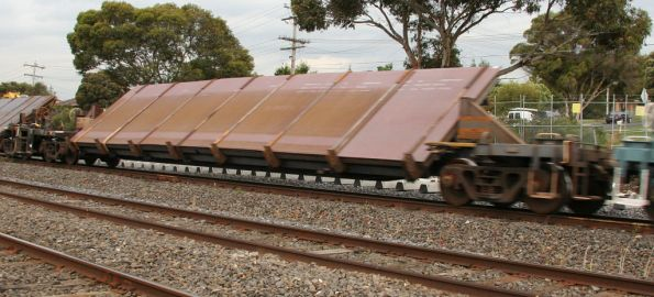 RKVY/RKYY tilt bed wagon westbound for Melbourne