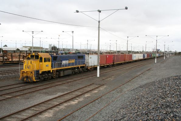 X41 on the Warrnambool freight, stabled at North Geelong Yard, due to the weekend occupation between Geelong and Melbourne
