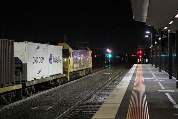 G522 leads the up Warrnambool freight through Sunshine