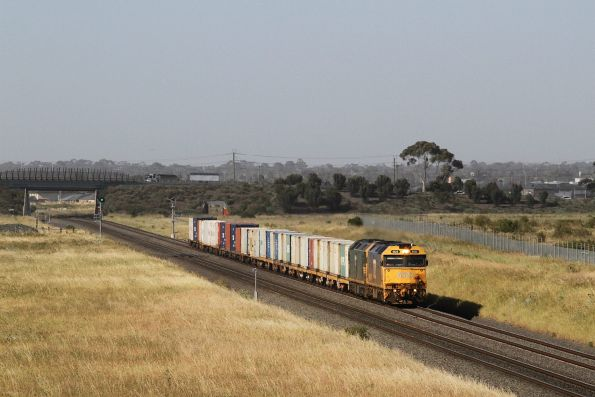 G522 leads G528 on the up Warrnambool freight through Truganina