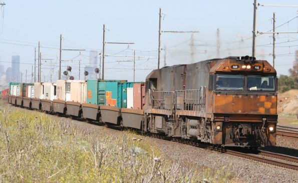 NR66 and NR18 approach Laverton Loop on MP4 down Toll freight