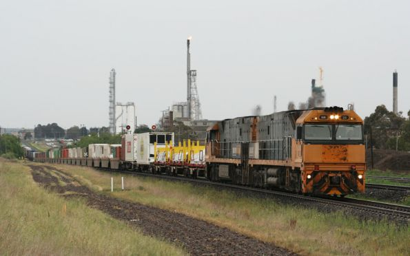 NR20 leads NR46 westbound at North Shore