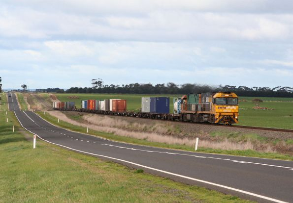 PN liveried NR32 and Trailerail NR55 climb out of the big dipper at Wingeel headed west