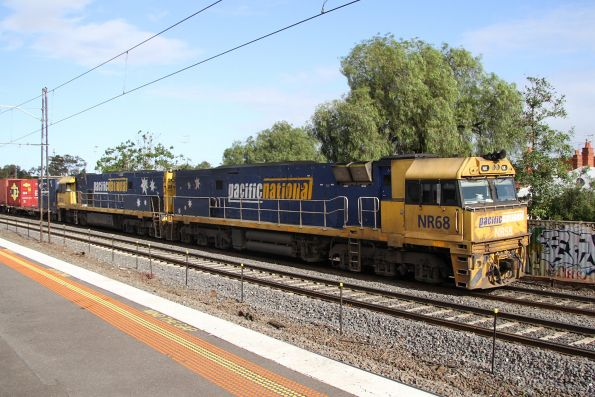 NR68 leads NR36 on AM5 at Middle Footscray