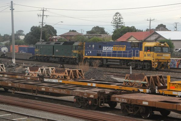NR7 and G542 lead 5AM5 through West Footscray on the up