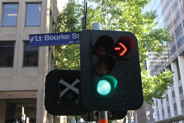 New traffic signals installed at William and Little Bourke Street