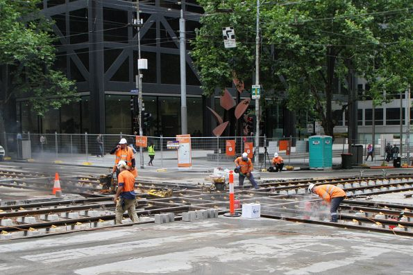 Installing the 'H' crossing at William and Bourke Street