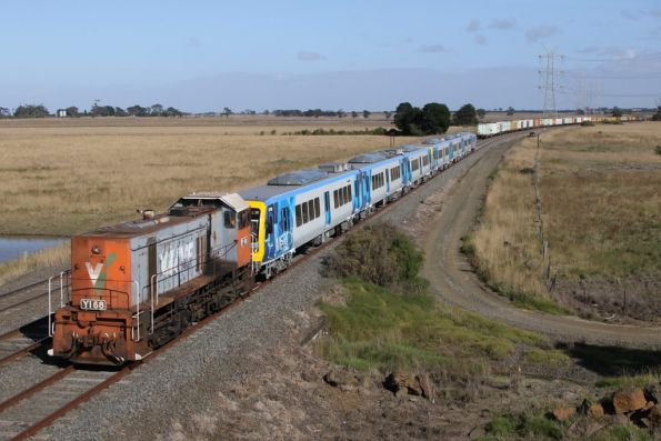 Ready to depart Gheringhap Loop after crossing the Mildura freight