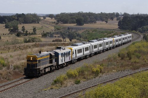 T413 and the rest of the train rejoin the loop line at Bungaree