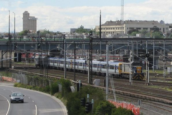 CFCLA T377 leads the X'Trapolis transfer towards Southern Cross