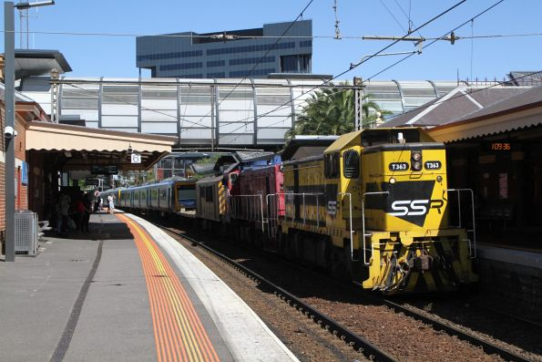 T363 and P16 leads the up transfer through Footscray bound for Melbourne Yard for the run around