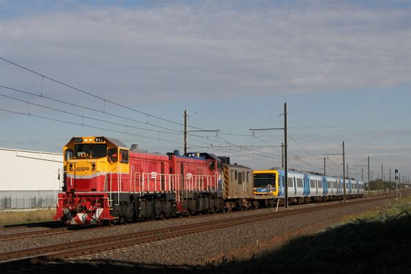 P17 leads P18 on an up X'Trapolis transfer at Kororoit Creek Road