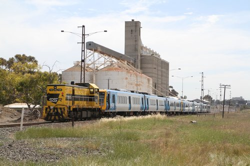 T385 pushes the train into the GEB siding at Sunshine, with T386 shunted clear into a siding